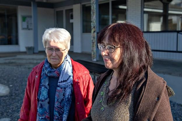 Anna Jensen (tv.) og Lone Pedersen (th.) er med i den arbejdsgruppe, der ihærdigt kæmper for at forny Skærum. Foto: Kurt Bering