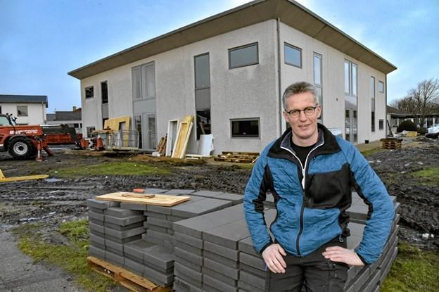 Lejlighederne på Fogedvej skal være klar til indflytning 1. marts, fortæller Peter Bojsen Jensen fra Ejendomsselskabet Thy. Foto: Ole Iversen