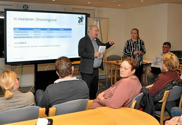 Udvalgsformand Karsten Frederiksen startede præsentationen med at redegøre for økonomien i projektet.Foto: Ole Torp