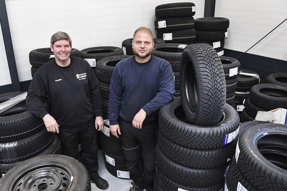 Torben Skrubbeltrang og Mathias Villadsen har fundet fælles fodslag - Torben skal drive dækcenteret i firmaet. Foto: Bent Bach