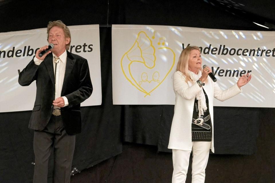 Det populære par Kisser og Søren spiller og synger egne melodier og nogle af de kendte fra Giro 413. Foto: Niels Helver Niels Helver