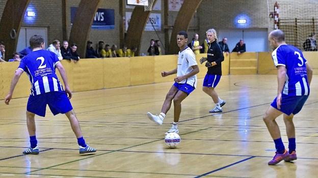 Koldby Hørdums David Andersen viste store evner med bolden. KHK tabte dog 4-8 til Thisted FC i denne kamp. Foto: Ole Iversen Ole Iversen
