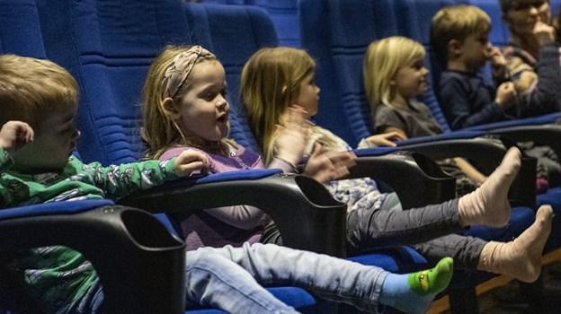 Skørping har meget at byde på, blandt andet biografen Kinorevuen. Og hvis de unge tilflytterfamilier får hjælp til at finde en barnepige eller -dreng, kan forældrene måske oven i købet få en voksenaften i byen.  Arkivfoto: Andreas Falck © Andreas Falck