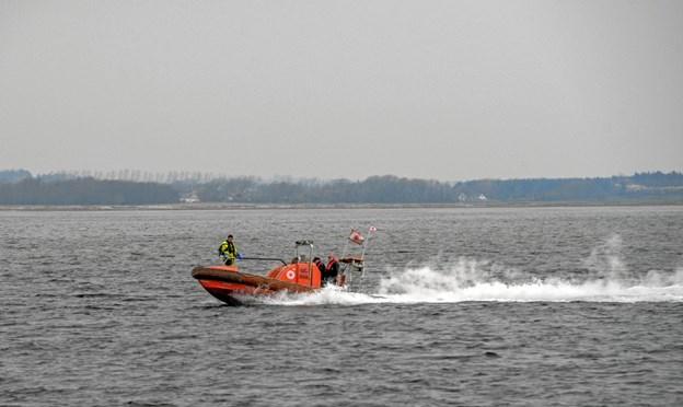 Der er fart over feltet, når redningsbåden suser over vandet. Foto: Mogens Lynge Mogens Lynge