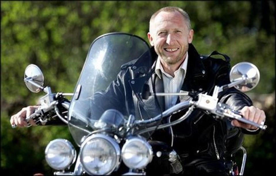 - Hvis de bare én gang prøvede at køre på motorcykel, så ville de sætte cyklerne i skuret, siger motorcykelentusiasten Mogens Jespersen om sine jævnaldrende på racercyklerne.  FOTO: Torben Hansen