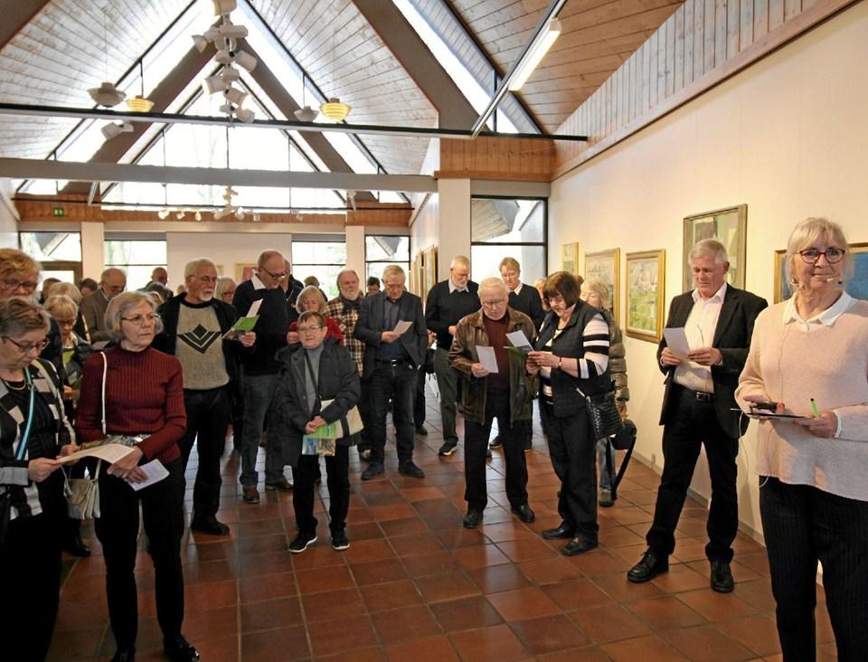 Der var som altid masser af gæster, da kunstnerisk leder bød velkommen til årets første udstilling på Kunstcentret Foto: Jørgen Ingvardsen Jørgen Ingvardsen