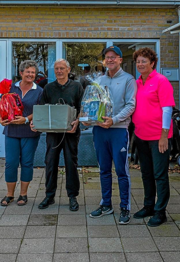 Eva Jensen old-girls, Jens Chr. Haase, old-boys og Henrik Mikkelsen herrer senior samt matchleder Marianne Bang. Foto: Mogens Lynge