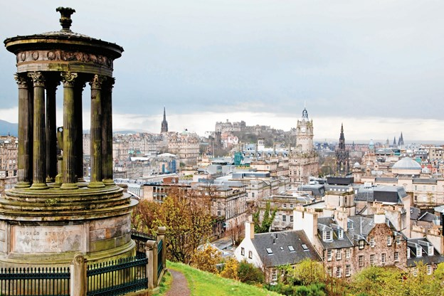 Edinburghs Skylines og slottet set fra Calton Hill. Privatfoto.