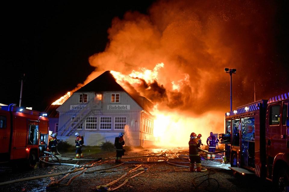 Svinkløv Badehotel blev natten til mandag hærget af en voldsom brand. Foto: Jan Pedersen
