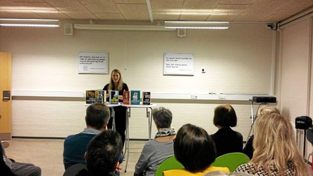 Den berømte krimiforfatter, Julie Hastrup, besøgte Aabybro. Foto: Jammerbugt bibliotekerne
