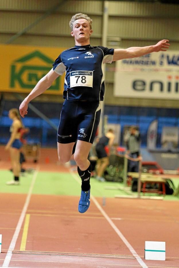 Kasper Larsen i sin flotte stil i længdespring. Nu dansk ung-senior mester. Privatfoto. Gunnar Møller Nielsen