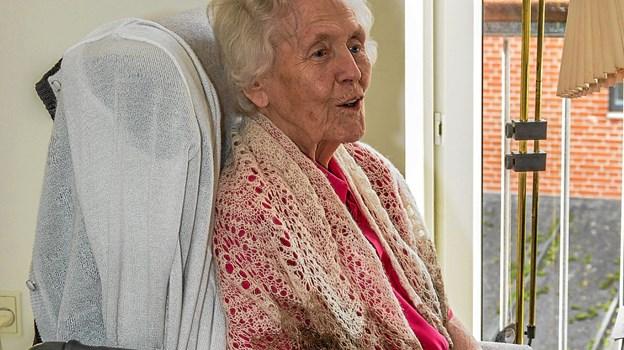 Karen på 98 er helt åndsfrisk og sang med på alle Mettes sange. Foto: Mogens Lynge