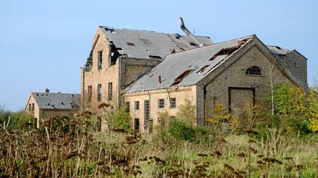 Den gamle briketfabrik i mosen ved Kaas er stadig et arkitektonisk kendetegn. Arkivfoto