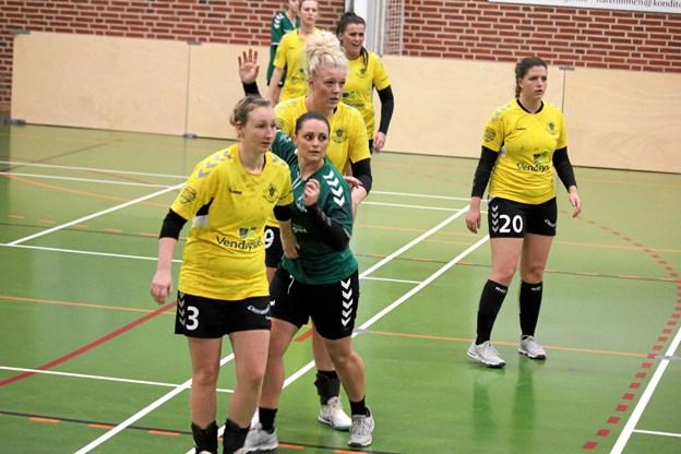ØHIK Håndbold (gule trøjer) ligger nummer 1 i kredsen. ?Foto: Flemming Dahl Jensen