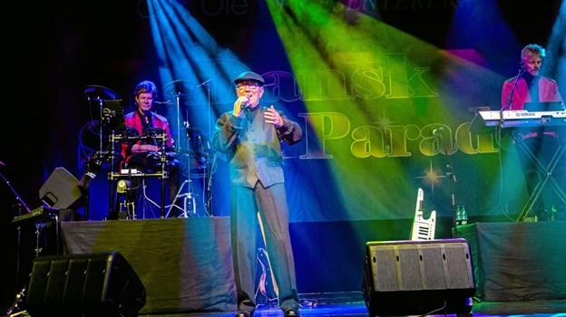 Bjørn Tidmand på scenen da Slagerparade 2019 lagde vejen forbi Thisted Musikteater.Privatfoto