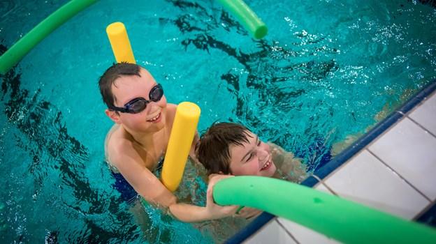 Der er plads til leg men der skal også arbejdes seriøst med træning, når man går til svømning. Foto: Martin Damgård Martin Damgård