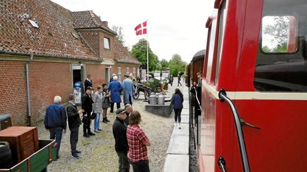 Søndagen igennem var der masser af liv på Handest Station, da veteranjernbanen tog forskud på sæsonen i forbindelse med ELRO-dagene. Privatfoto