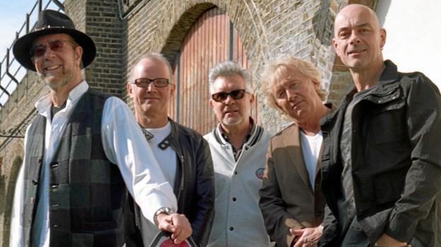 Manfred Mann er på vej til Frederikshavn sammen med sit band.
