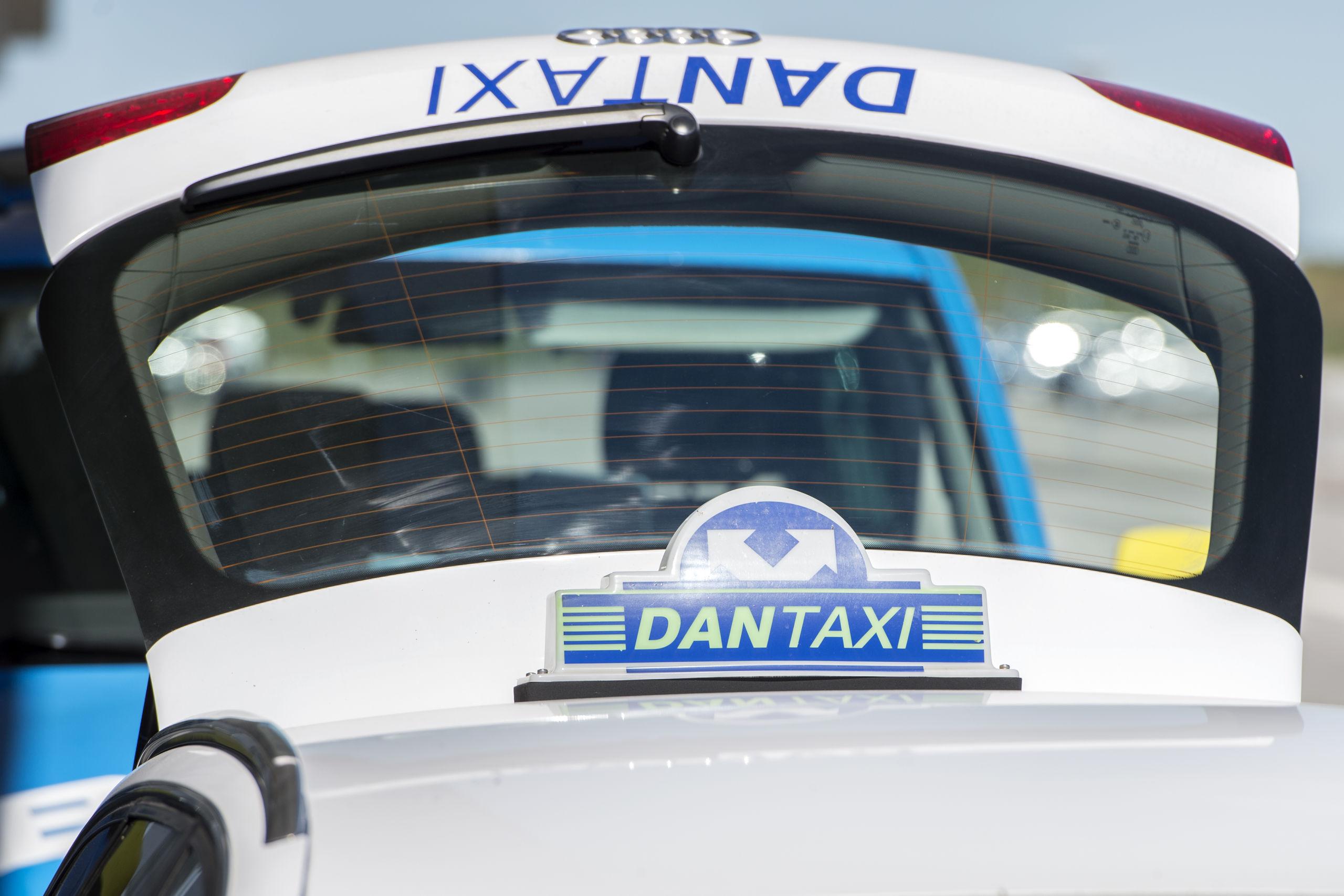 Man kan forhåndsbestille en taxi via f.eks. taxa appen, ligesom man også kan bestille hyrevognen gennem MOOVE appen. Arkivfoto: Andreas Falck