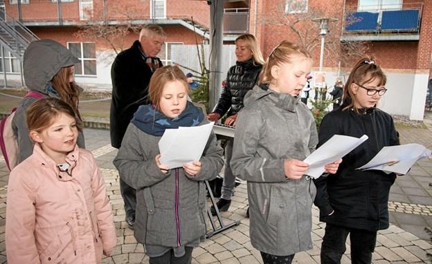 Bindslev Kirkes Børnekor sang julesange, akkompagneret, af Bindslev Kirkes organist Alena Jespersen. Foto: Peter Jørgensen Peter Jørgensen