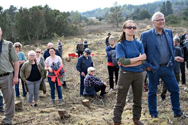 Marianne Fisker og udvalgsformand Jens Chr. Golding (S) lyttede opmærksomt sammen med de lokale borgere. Kurt Bering