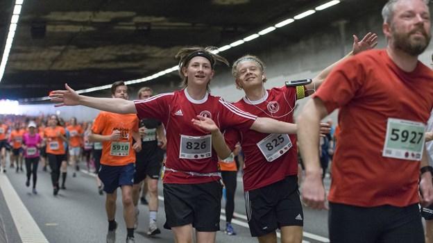 Tunnelrøret er kun lukket i halvanden time i forbindelse med Aalborg Halvmarathon - på den tid skal både løbere og gående igennem. Arkivfoto: Henrik Bo