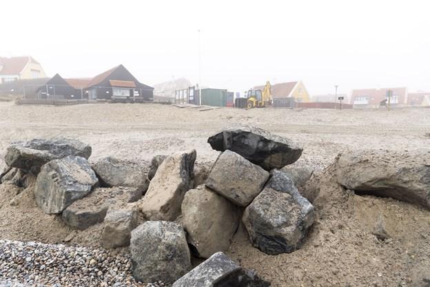 Det er tre år siden man fandt vinderprojektet i en arkitektkonkurrence og siden har kommunen og grundejerforeningen ventet på at et stort kystsikringsprojekt kunne blive godkendt og gennemført og det er det så blevet i år. Foto: Kim Dahl Hansen. Foto: Kim Dahl Hansen