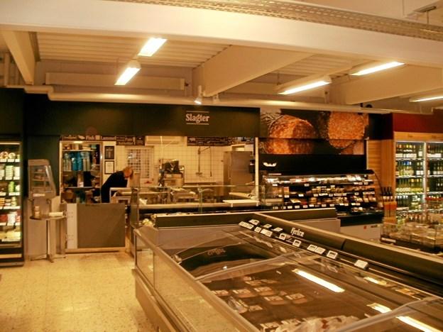 Slagterafdeling har plads mellem mælkeprodukterne og vinen. Foto: Kjeld Mølbæk Kjeld Mølbæk