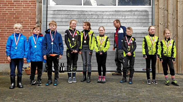 Medaljevinderne i klassen for drenge og piger under 12 år. Privatfoto