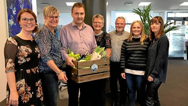 På billedet fra Nordjyske Bank i Sæby Janni Steenberg, Annemette Mæhle, Henrik Steen Pedersen, Marianne Hansen, Tommy Nielsen, Trine Høyer og Louise Hesthaven.