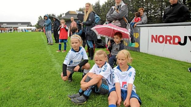 Der var masser af tilskuere til kampene, ligesom der var spillere, der næsten ikke kunne vente med at komme ind på banen.  Foto: Jørgen Ingvardsen Jørgen Ingvardsen