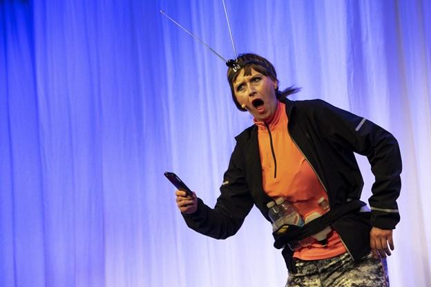 Kender du ikke en, der går meget op i udstyr?  Lisbeth Lykkegaard har udfordringer med at bevare forbindelsen og dermed bruges gps-en m.v. Foto:  Laura Guldhammer