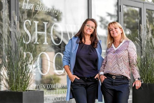 Jannie Kjær (t.v.) og Bettina Mortensen har 35 års erfaring fra køkkenbranchen og stor passion for snedkerkøkkener med, når de snart åbner en ny Multiform på Bådehavnsvej.PR-foto