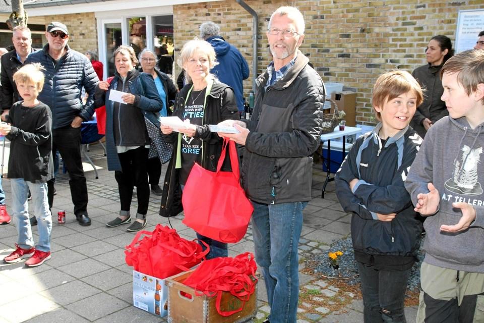 Så blev der uddelt gaver til de mange nye tilflyttere på Gjøl. Flemming Dahl Jensen