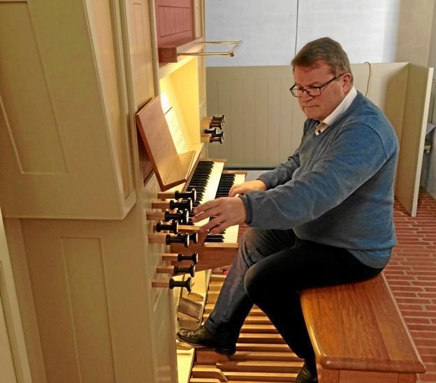 Søren Rasmussen skifter i dagens anledning orglet ud med et cembalo