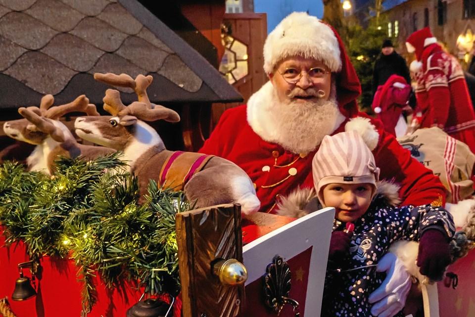 Santa Julle er altid god for en historie. Foto: Peter Jørgensen