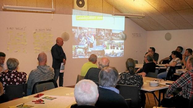40 repræsentanter for landsbyerne i Frederikshavn Kommune var mødt op for at komme med forslag til forbedringer af LandsbyLØBET samt vælge medlemmer til bestyrelsen. Her fortæller formanden Søren B. Sørensen om sidste års løb.