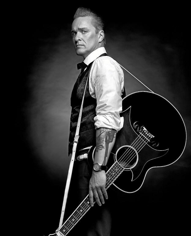 """Der er koncertforedrag med Dennis Lydom, som fortæller historien og synger sangene, der gjorde Johnny Cash til """"The Man in Black"""". Foto: Presse"""