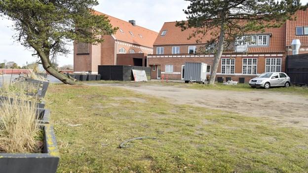 5. marts var vores fotograf forbi og kunne se, at containere er blevet flyttet fra området bag Kappelborg. Nu har Kultur og fritidsudvalget fundet 400.000 kroner til depotfaciliteter. Foto: Bente Poder