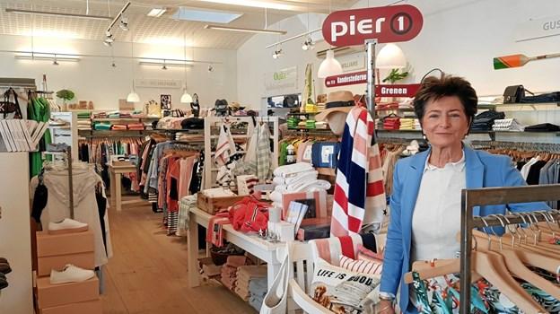 Minna Starbæk fra Pier 1 kan fra sin forretning se de mange både side om side – bare ikke i år. Foto: Ole Svendsen