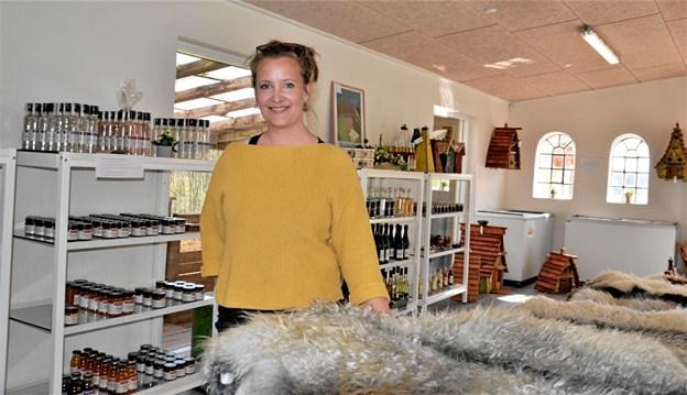 Marie Skjødt Fisker i den nye gårdbutik. Foto: Jesper Bøss
