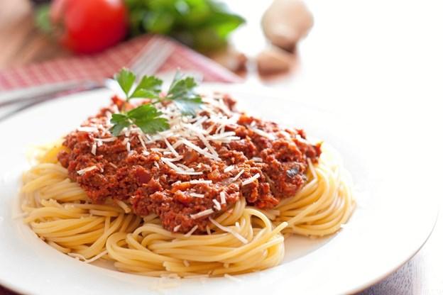 Der serveres spaghetti med tilbehør efter en kort børnegudstjeneste i Gistrup kirke torsdag den 31. januar klokken 17.