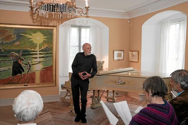 Troels Andersen bød velkommen til en flot og medrivende forårskoncert. Foto: Peter Jørgensen Peter Jørgensen