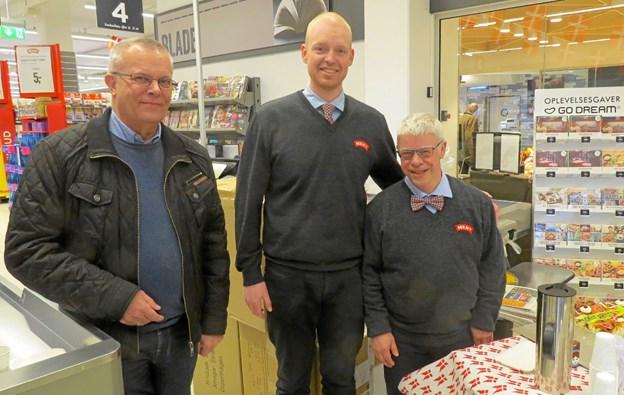 Fra venstre Erik Jensen, som i sin tid ansatte jubilaren, Christian Bast og Carsten Thomsen. Foto: Kirsten Olsen