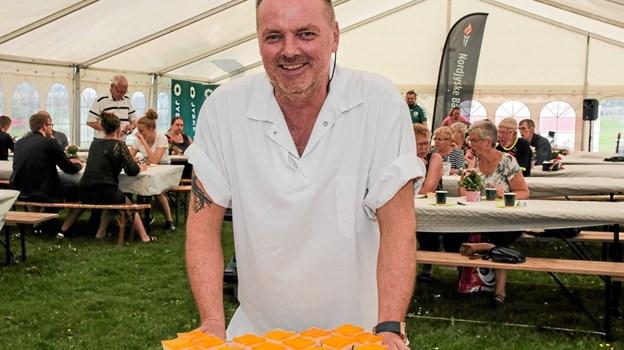 Indehaver af Bageri Ingeborg i Sindal, bagermester Tommy Thybo Carlsen, havde sammen med sine håndværksbagere bagt de mange kager. Foto: Peter Jørgensen Peter Jørgensen