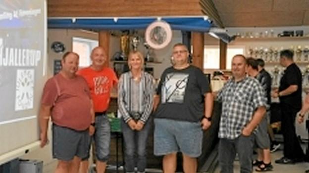 Fem centrale personer ved den stiftende generalforsamling. Fra venstre: Johnni Olesen (formand), Brian Abel (næstformand), Lise Classon (Julemærkehjemmet), Tommy Jensen (bestyrelsesmedlem) og Jan Koch (kasserer). Foto: Ole Torp