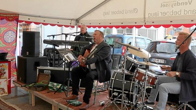 Pure Drunks med Jørgen Bjerregaard som forsanger, godt bakket op af Anton Kirkeby (th) og Ole Degn på trommer og keyboard.