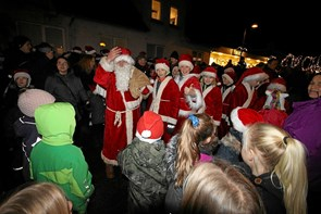 Julemanden tænder det store juletræ