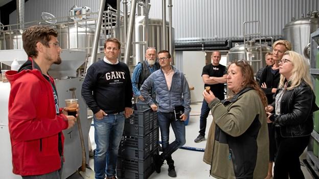 Brygmester Tom Schafferhans delte ud af smagsprøver på en øl med en alkoholprocent på 20. MICHAEL MADSEN  OCTOMEDIA