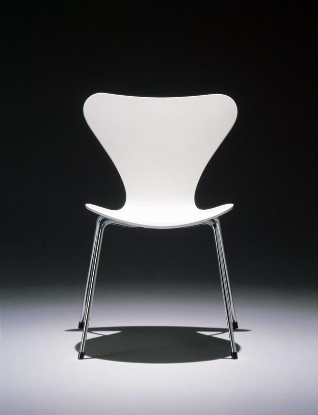 Seks Arne Jacobsen-stole, en rygsæk, et Seiko-ur og en gyngestol var blandt de ting, tyvene tog med sig fra et sommer ved Fjerritslev. Stolene på billedet er ikke identiske med dem, der er stjålet.Arkivfoto